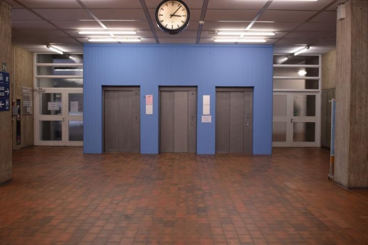 blue elevator (c)